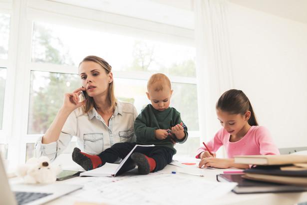 Sytuacja matek na rynku pracy jest o wiele trudniejsza niż kobiet bezdzietnych