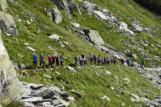 Turyści na szlaku na Szpiglasową Przełęcz