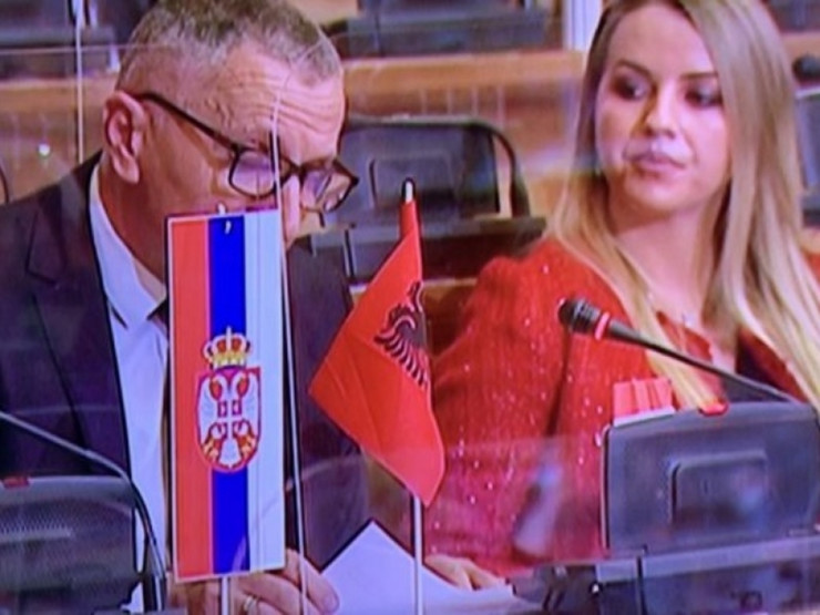 Šaip Kamberi zastava Albanije