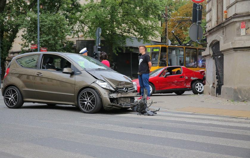 Wypadek na Wólczańskiej w Łodzi. Ranna kobieta trafiła do szpitala