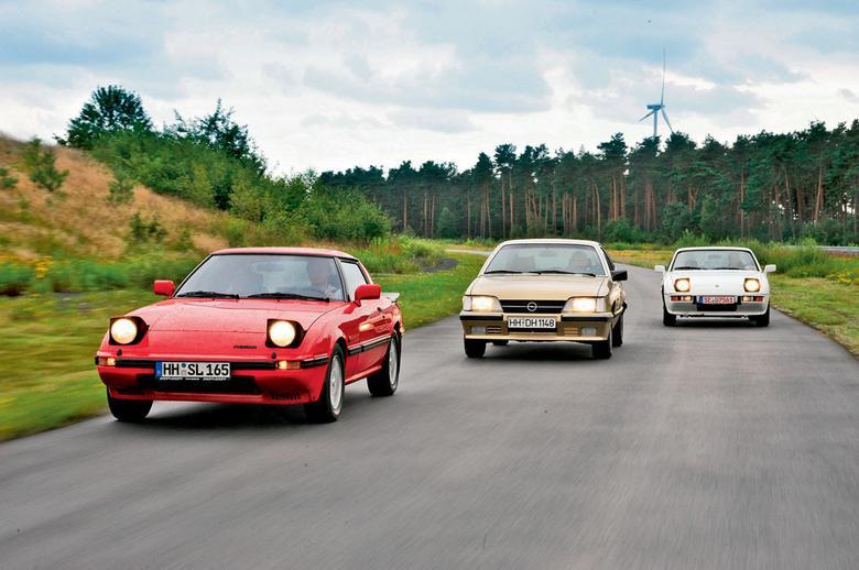 Lata 80. przyniosły ciekawe rozwiązania techniczne wśród sportowych aut. Mało tego – ta trójka była nawet praktyczna!