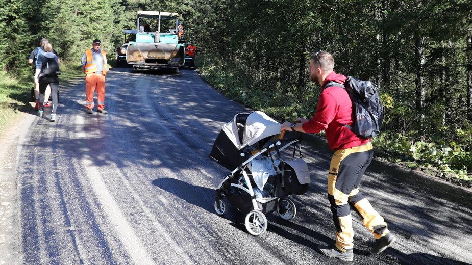 Testy nowego asfaltu na drodze do Morskiego Oka w Tatrach