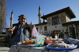 Na Krymie trwają zatrzymania Tatarów krymskich i rewizje w ich domach