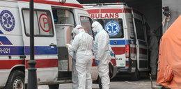 Trzecia fala pandemii. Kolejki karetek pod szpitalem MSWiA w Warszawie