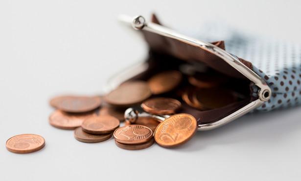 Obecnie płaca minimalna wynosi 2250 zł, a minimalna stawka godzinowa 14,70 zł.