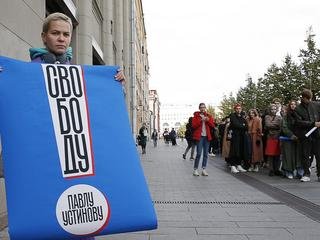 One-man protests in Moscow in support of Pavel Ustinov given prison sentence for violence against police officer