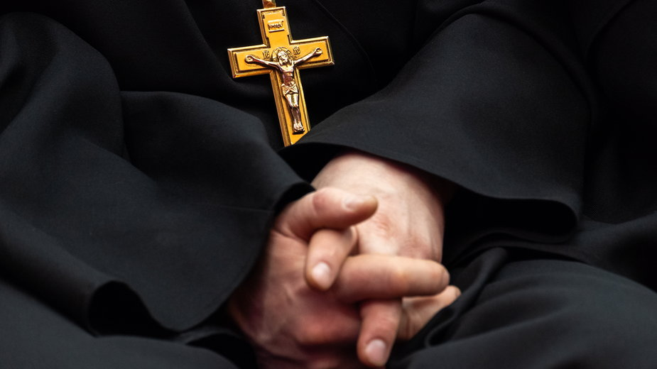 Ksiądz przez półtora roku gwałcił i okaleczał 12-latkę