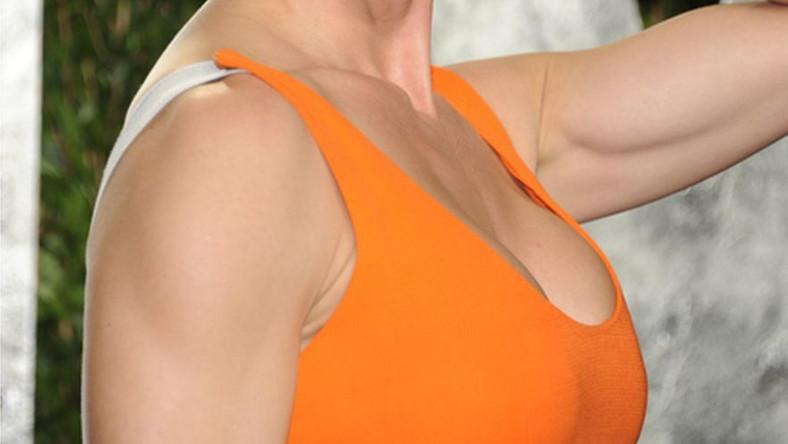 Jedna z najseksowniejszych aktorek Hollywood chyba przesadziła z siłownią