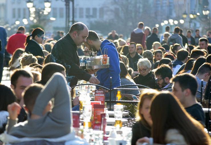 Novi Sad 102 lepo vreme prolece u gradu konbar basta kafica  foto Nenad MIhajlovic_preview