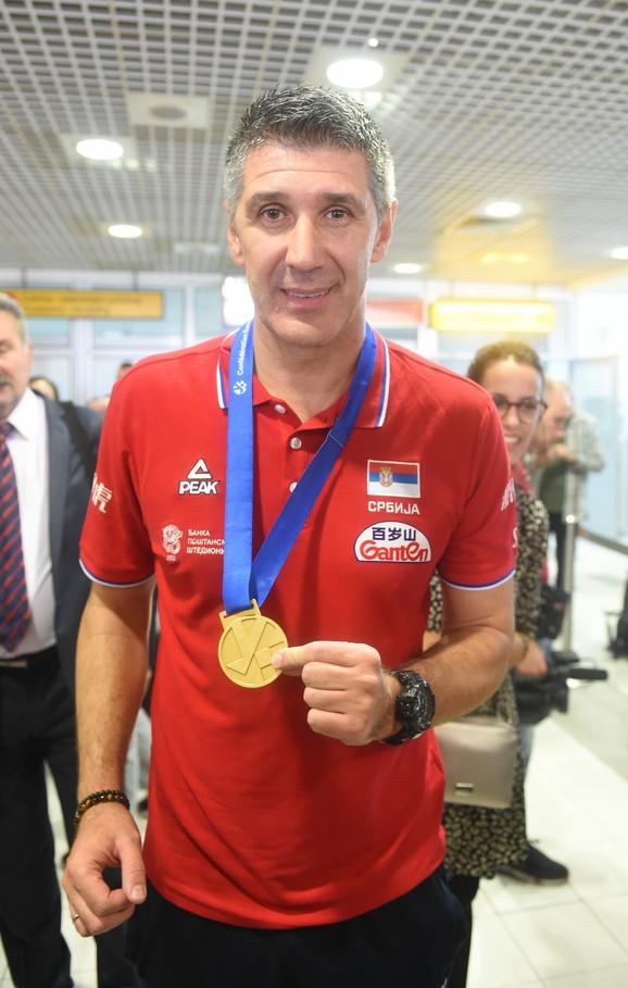 Slobodanu Kovaču nije se svideo raspored zastava u finalu EP, pa je sa svojim igračima odlučio da