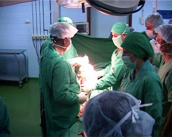 Da bi smanjili liste čekanja, lekari u leskovačkoj bolnici su dva puta nedeljo uveli vanredne operativne termine