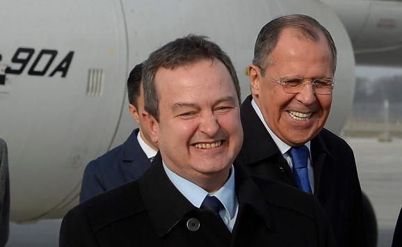 Dačić i Lavrov: Srdačan doček na aerodromu