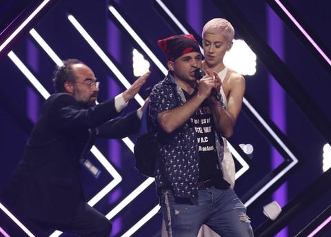 """Mladić skočio na scenu """"Evrovizije"""", a onda se iza scene desio pravi UŽAS koji je izbezumio Danicu Krstić! VIDEO"""