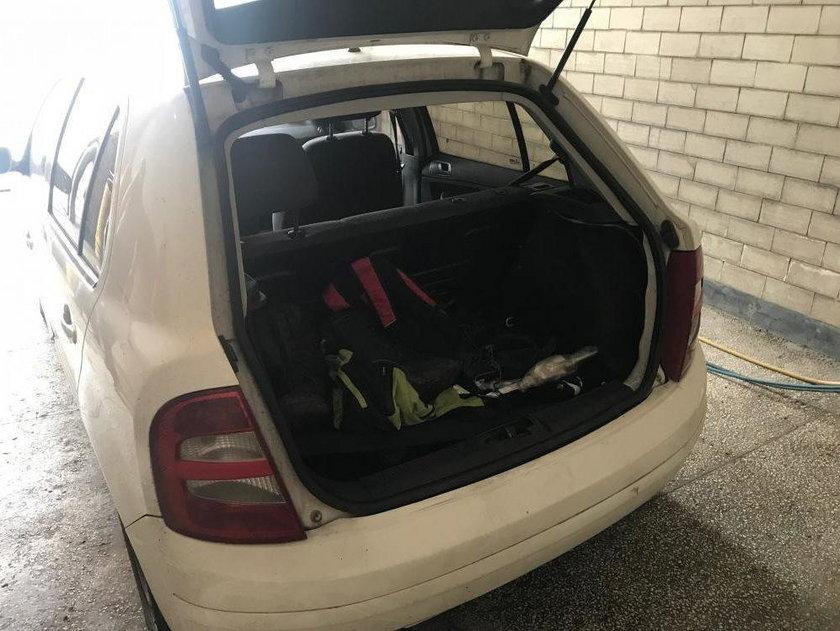 Przewieźli kolegę w bagażniku i zostawili. Rodzice odnaleźli jego ciało