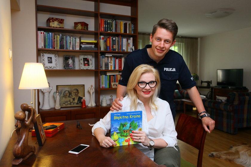 Policjant, Tomasz Starzyński, pomagał żonie pisać książkę dla dzieci