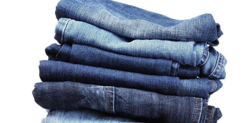 Modne dżinsy – wybierz wygodny, luźny fason