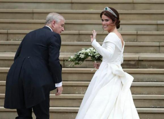 Princezu je do oltara dopratio otac princ Endru