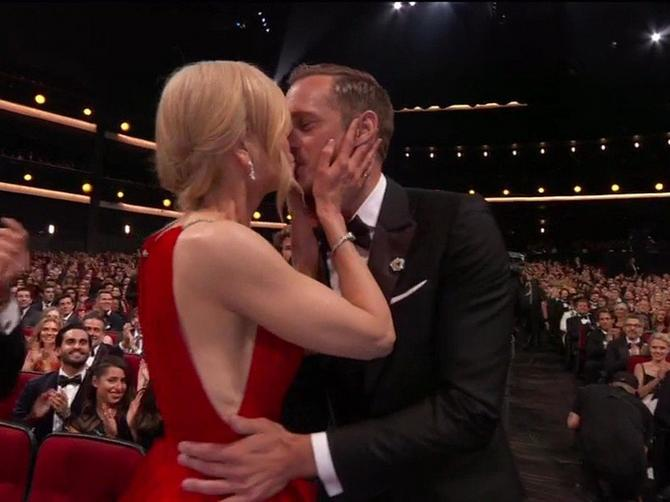 Kada je pred mužem poljubila kolegu, svi su bili u čudu: Evo šta se zaista krije iza šokantnog poljupca