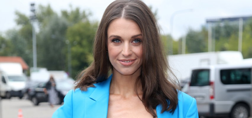 Julia Kamińska pokazała biust. W szczytnej sprawie