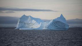 Gigantyczna góra lodowa odrywa się od Antarktydy