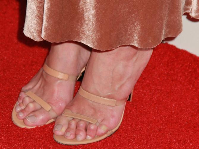 Koja holuvudska lepotica ima OVAKVA stopala? Nije baš prizor za crveni tepih