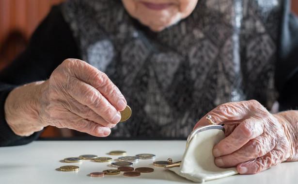 Dokładnie 2 gr co miesiąc otrzymywał w 2020 r. emeryt o najniższym świadczeniu w Polsce