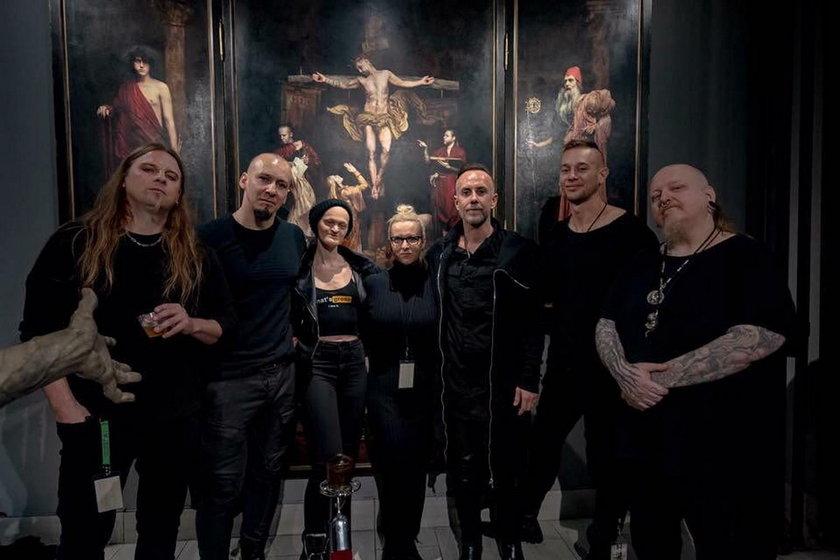 Melanie Gaydos i zespół Behemoth