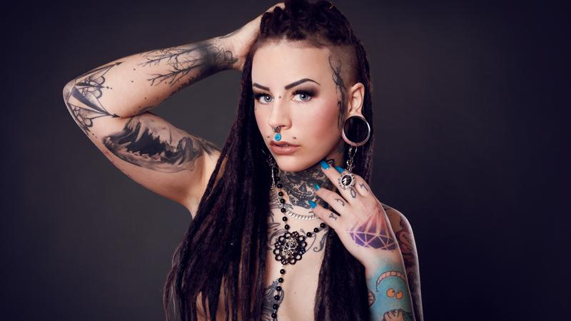 tetoválás meztelen modellek