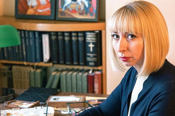 POSLANICA I IKONOPISAC Vesna Marković sada ikone samo poklanja, a dve upravo sprema za svoje SKUPŠTINSKE KOLEGE