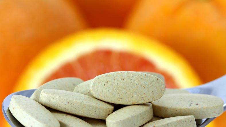 Czy duże dawki witaminy C mogą być groźne?