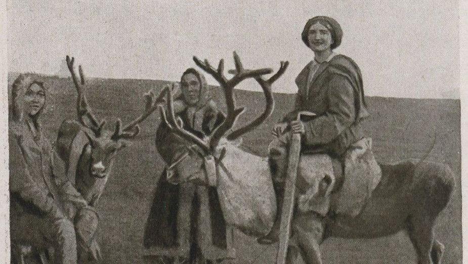 """Maria Antonina Czaplicka na reniferze (zdjęcie z książki """"My Syberian Year"""") - domena publiczna"""