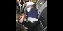 Dantejskie sceny w samolocie. Brutalna bójka i steward we krwi. Wstrząsający film