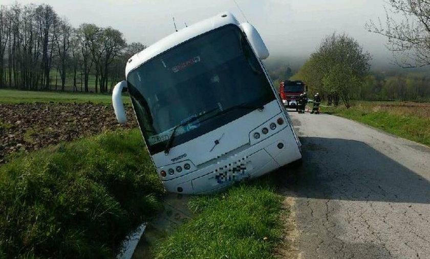 Wypadek autobusu z niepełnosprawnymi. Na miejscu policja