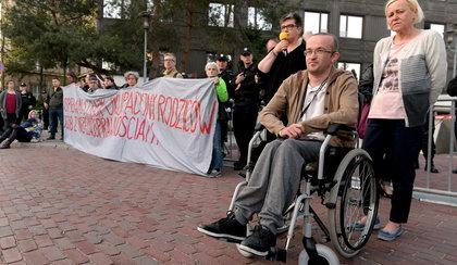 Dramatyczny protest w Sejmie. Rodzice osób niepełnosprawnych okupują parlament