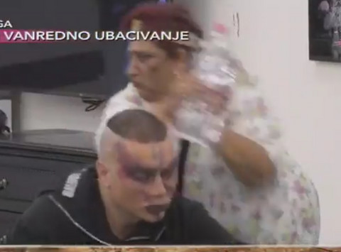 PUK'O JOJ FILM: Rada gađala Boru flašama! VIDEO