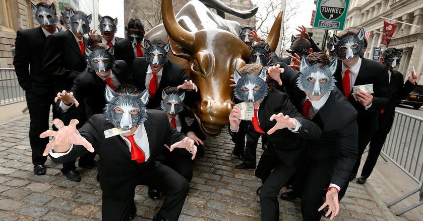 """Nowy Jork, 2014 rok. Grupa aktorów pozuje do zdjęcia w dniu premiery na DVD filmu """"Wilk z Wall Street"""". Jego scenariusz oparto na biografii amerykańskiego maklera Jordana Belforta"""
