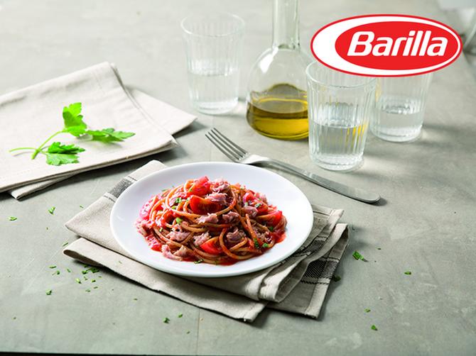 Integralni špageti sa sosom Napoletana i tunjevinom iz konzerve