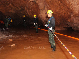 Former Thai Navy diver dies in cave rescue operation of Thai youth soccer team
