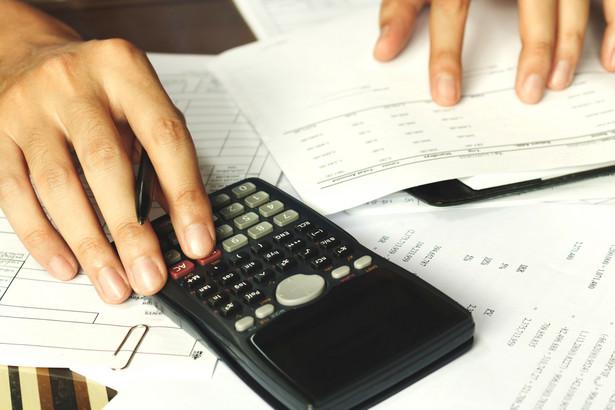 Wspólnik występujący ze spółki uczestniczy ponadto w zysku i stracie ze spraw jeszcze niezakończonych.