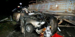 Matka i syn zginęli pod kołami samochodu