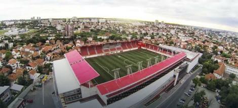 Stadion na krovu tržnog centra na Voždovcu