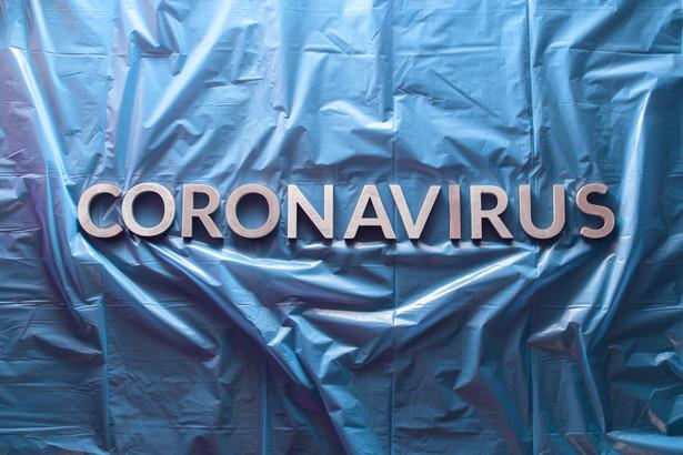 Specjaliści Narodowego Uniwersytetu w Singapurze analizowali wpływ izolacji społecznej na zahamowanie rozwoju epidemii wywołanej przez koronawirusa SARS-CoV-2