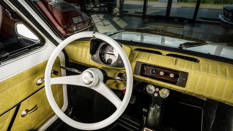Wnętrze Fiata 126p dla Toma Hanksa.