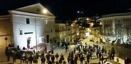 Skandal we Włoszech! 200 osób podczas uroczystości w Wielki Piątek