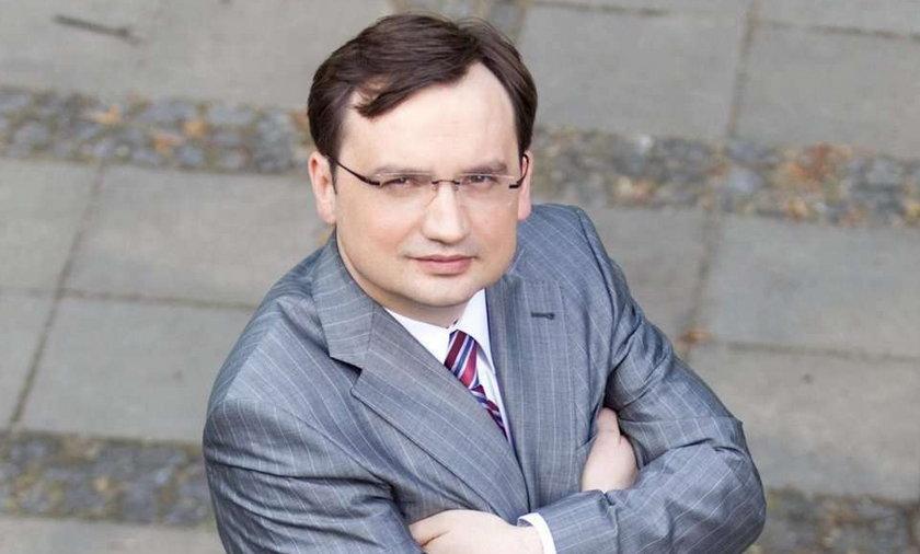 Ile zarabia Tusk, Ziobro, Wałęsa... Lista płac krezusów!