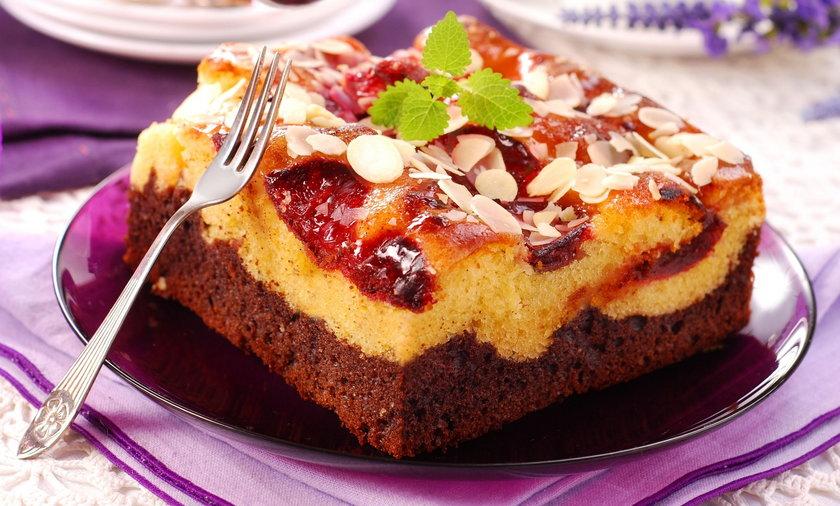 Ciepłe ciasto z owocami to najlepszy deser jesienią