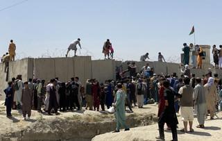 Co najmniej 17 rannych w wyniku naporu tłumu próbującego dostać się na lotnisko w Kabulu