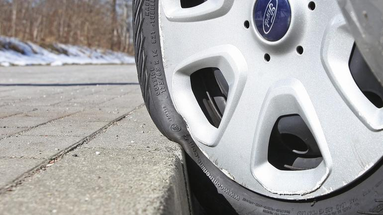 Jakie koło łatwiej uszkodzić, które lepsze na zimę?