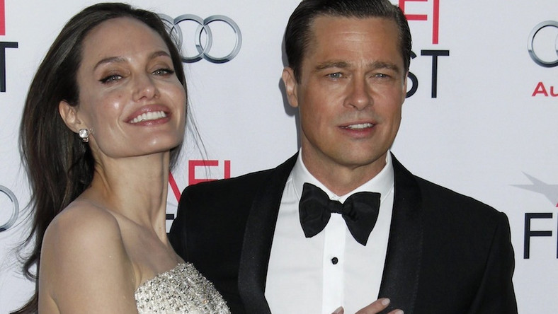 """Od wspólnego filmu zaczęła się miłość gwiazdorskiej pary. Angelina Jolie i Brad Pitt w komedii """"Pan i Pani Smith"""" zagrali odrobinę znudzone sobą małżeństwo... płatnych zabójców pracującymi dla konkurencyjnych firm. I odtąd są nierozłączni..."""