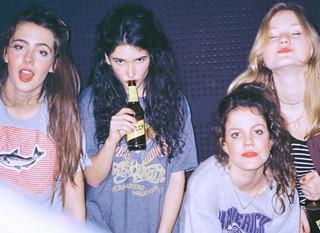 Kobiety zmącone rockiem. Hinds 'Leave Me Alone'